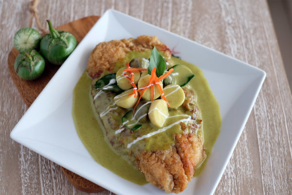 Deep Fried Fish with Stir Fish ball Green Curry